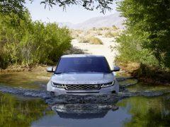 Land Rover in het water